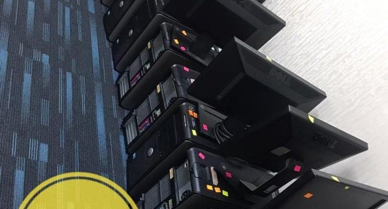 Komputer Dell satu set lengkap.