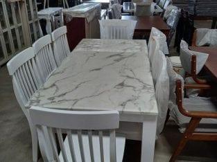 Meja makan marble warna putih