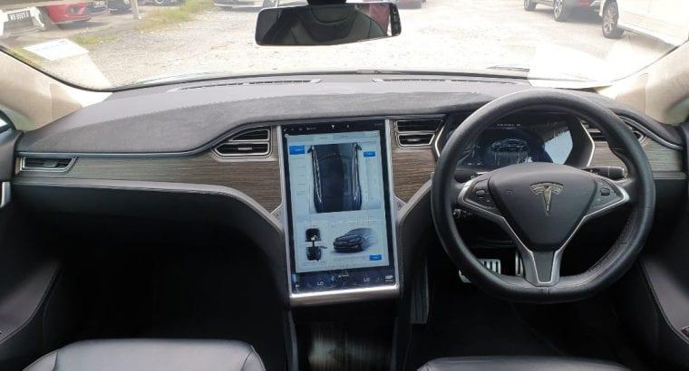 Tesla P85D Performance Model S (85kWh) Year : 2017